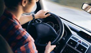 De nombreuses personnes pensent qu'apprendre à conduire un véhicule et obtenir son permis est une opération facile